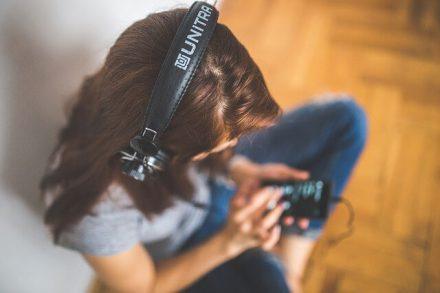 Listening To Music - Digital vs. Analog For Dummies
