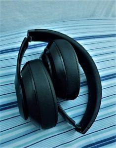 Beats Studio Wireless Over-Ear Headphone - A Peek Inside