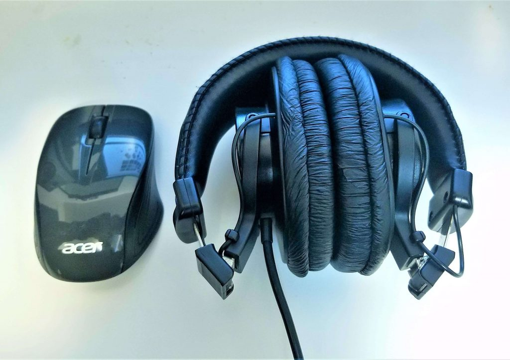 Sony MDR V6 Review - Don't Be Deceived!