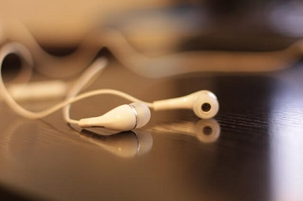 White Earphones - Best In Ear Headphones