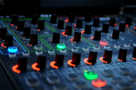 DJ Mixing Board - Sony MDR 7506 Review